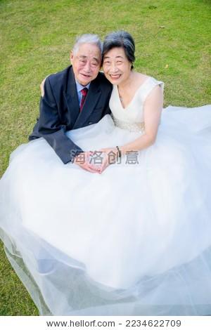 老年夫妻婚纱照