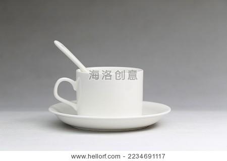 白色咖啡杯在灰色渐变背景前-背景/素材,食品及饮料