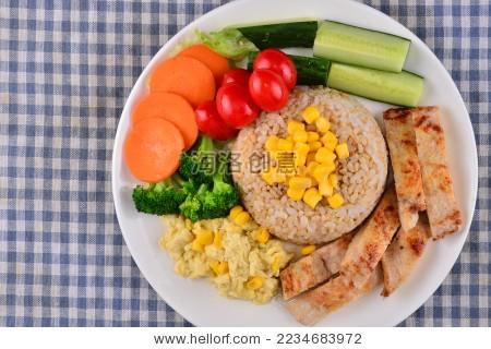 沙拉 冷餐减 肥餐 牛肉 鱼肉 蔬菜 虾 酸奶-背景/素材