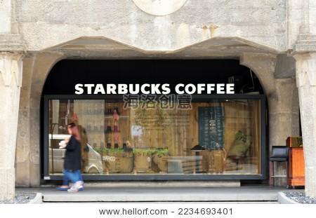 星巴克门店的玻璃橱窗-商业/金融图片